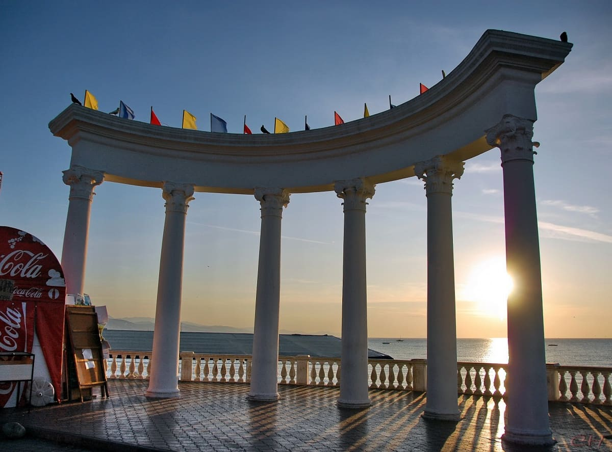 Где забронировать отель в Крыму
